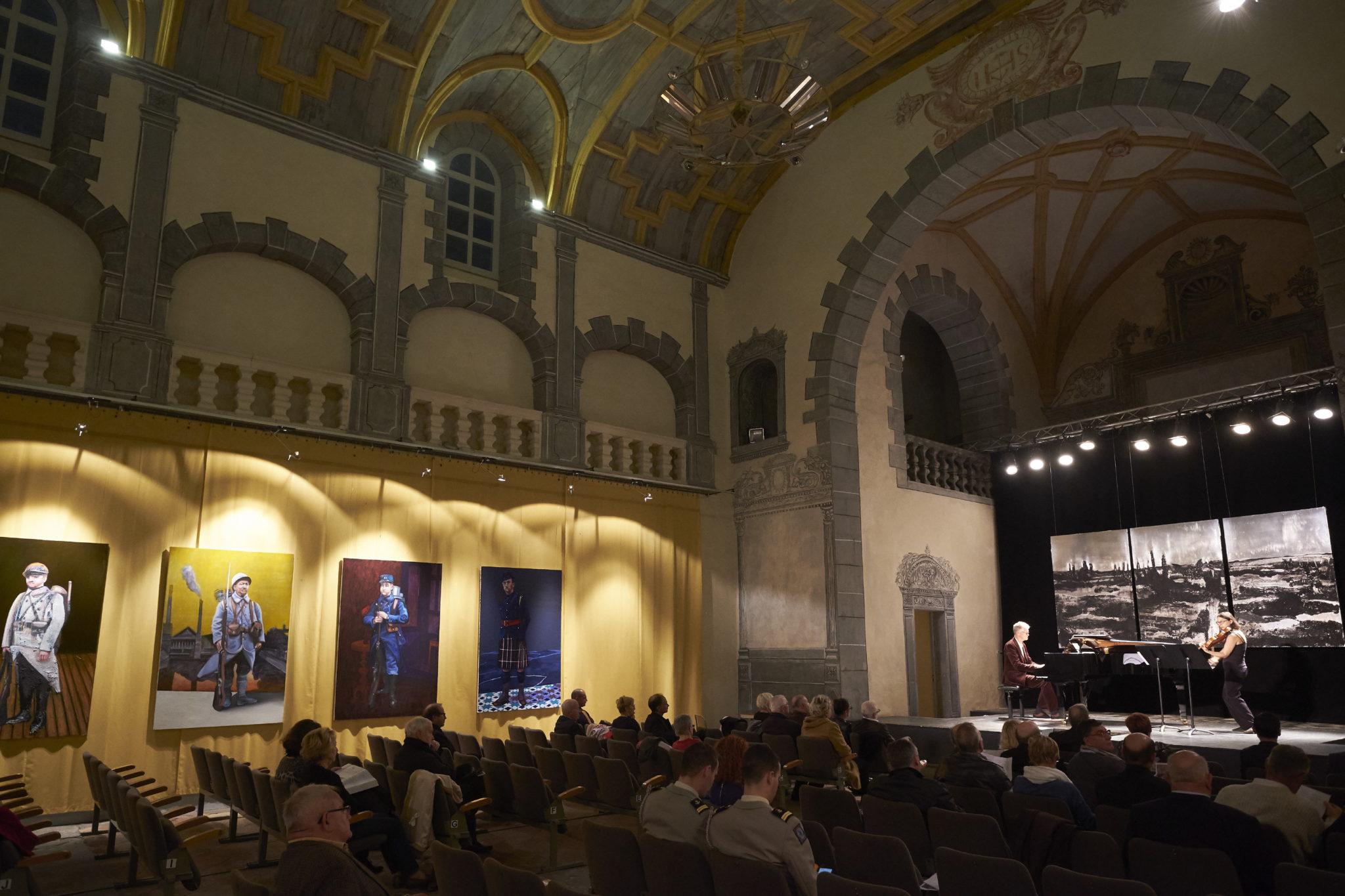 Vernissage de l'exposition Face à l'enfer  du peintre Alain Fabréal a la Chapelle des Jésuite, Auditorium de Carcassonne