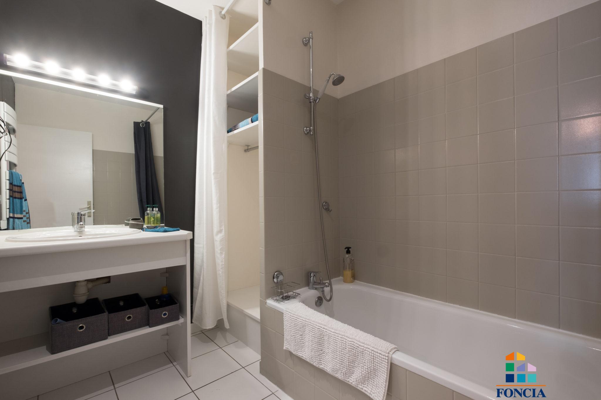 FONCIA IMMOBILIER N° 726921Adresse :26 RUE COURTEJAIRE - 1 er etage - 11000 CARCASSONNE Nombre de pièces : 4 Surface : 120 m²