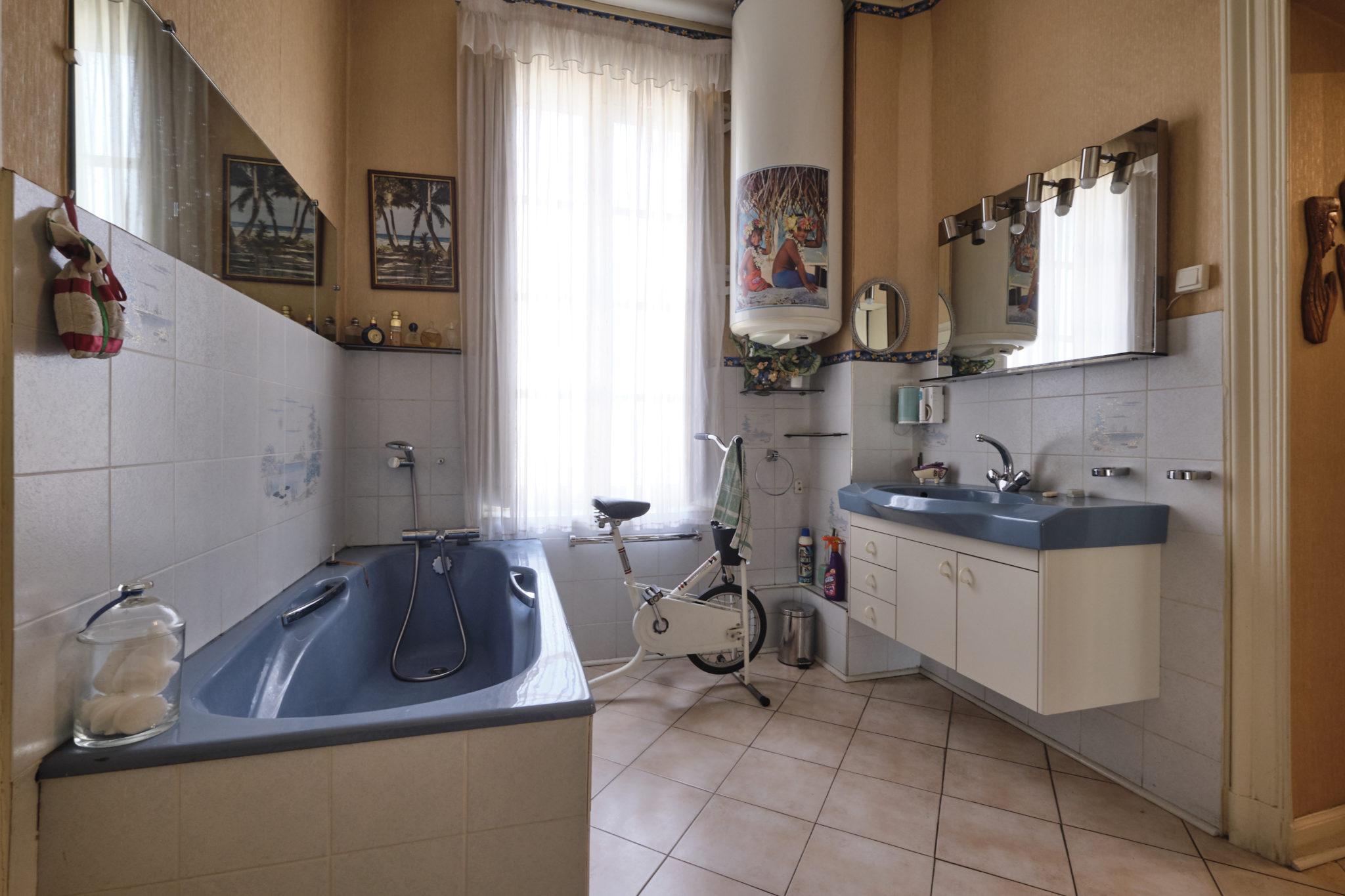 Foncia Immobilier - SHOOTING N° 921782 INFORMATIONS UTILES : Référence du bien : 1056699 Adresse :8 square gambetta - 11000 CARCASSONNE Nombre de pièces * : 5 Surface : 140 m²