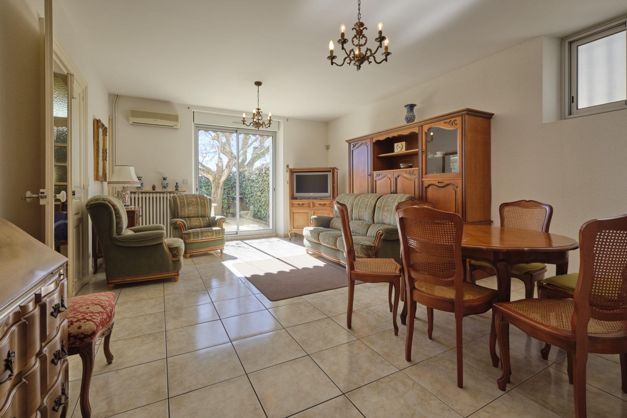 Foncia Immobilier - SHOOTING N° 953675 INFORMATIONS UTILES : Référence du bien : 131 RUE DE LA CONDAMINE - 01550 Adresse :11600 SALLELES CABARDES Nombre de pièces * : 5 Surface : 300 m²