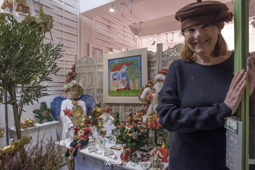 Marie Saleun dans sa vitrine